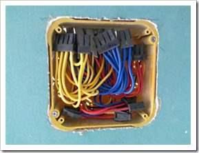 Как соединить проводку в коробке.