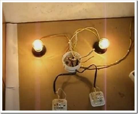 Как подключить лампочку двумя выключателями