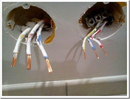 Как найти скрытую проводку под обоями?
