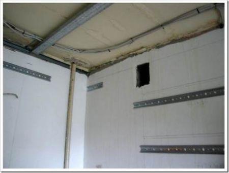 Что необходимо знать при прокладке проводки над подвесным или натяжным потолком?