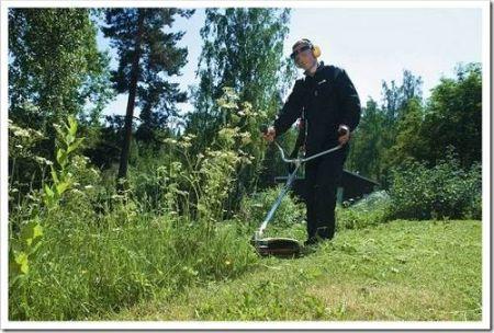 Как выбрать электрический триммер для травы?