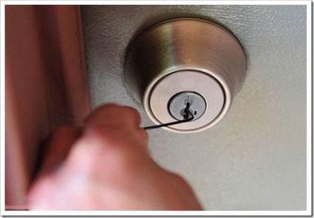 Как открыть дверь в квартире, если потерял ключи?