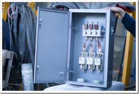 Для чего используется крепёж в электромонтажных работах?
