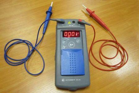 Как измерять сопротивление изоляции мегаомметром
