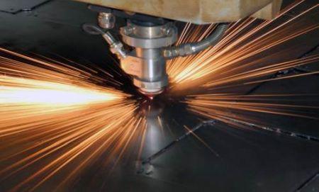 Плазменная или лазерная резка металла