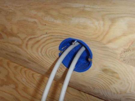 Как сделать проводку в доме из бруса