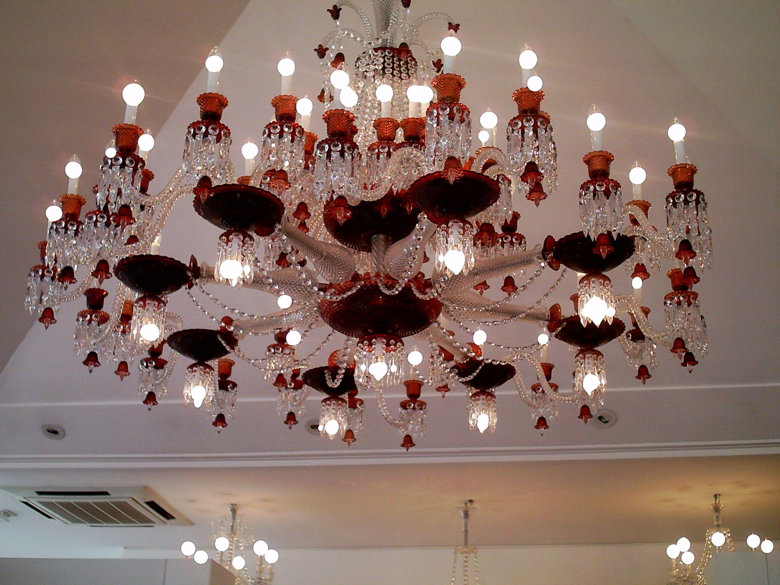 Чем отличается потолочная люстра от подвесной