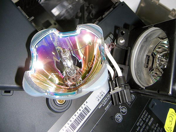 Чем заменить лампу в проекторе