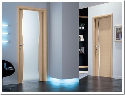 Навешивание двери и установка наличников