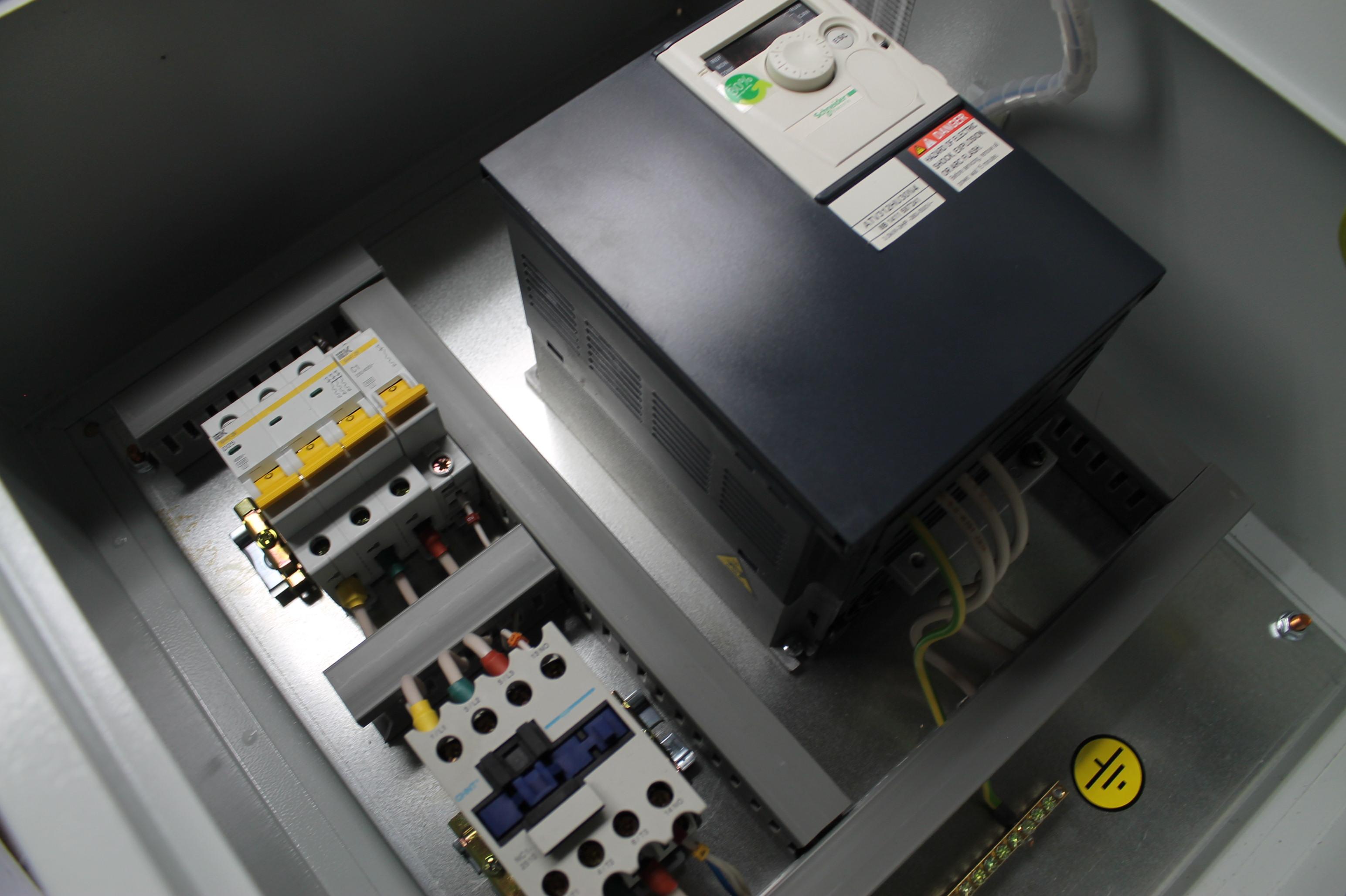 Ящик управления двигателем с частотным преобразователем