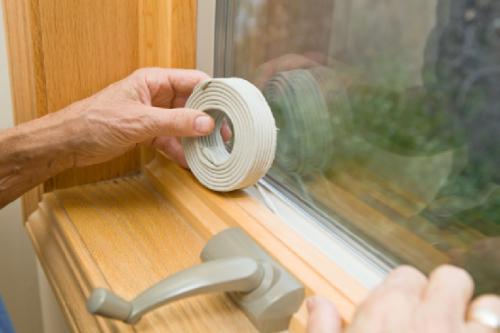 Как утеплить деревянные окна на зиму