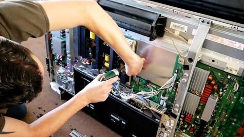 Как починить телевизор, если он не включается