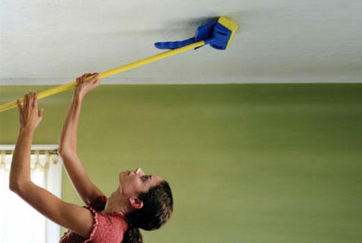 Как вымыть натяжной глянцевый потолок