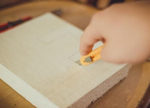 Как вырезать буквы из пенопласта