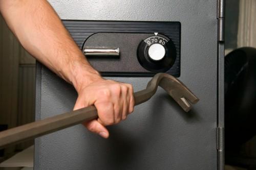 Как вскрыть старый сейф