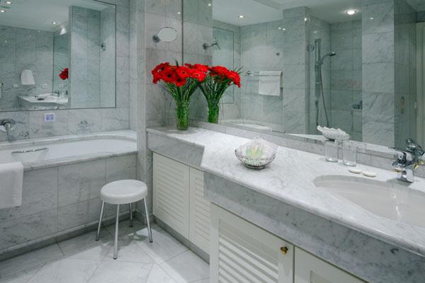 Как разместить мебель в ванной комнате