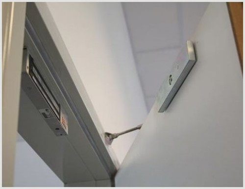 Монтаж электромагнитного замка на дверь