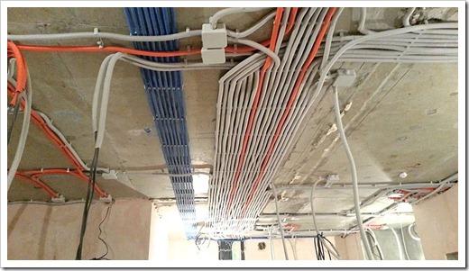 Сколько стоит замена электропроводки в трехкомнатной квартире?