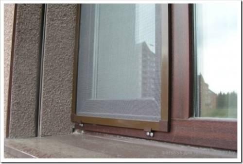 Как устанавливается сетка в окно?