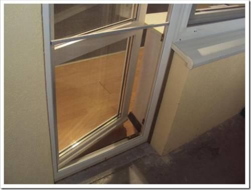 Как закрепить москитную сетку на балконе