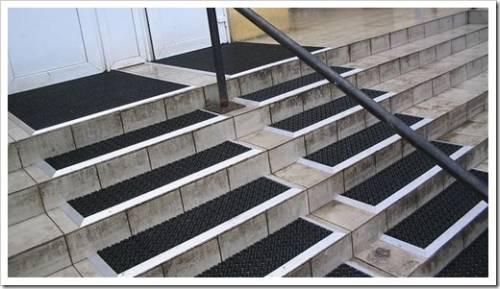 Как установить противоскользящие ленты и накладки на ступени