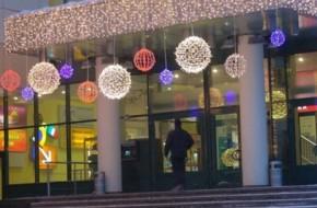 Как установить светодиодную бахрому на фасад здания?