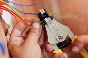 Как выполняется ремонт электропроводки в квартире?