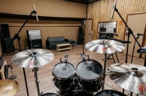 Что такое музыкальная репетиционная база, как ее выбрать и какое оборудование в ней должно быть